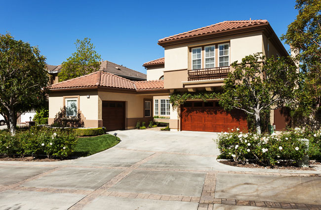 Learn about differences between an Irvine mortgage broker and banks.